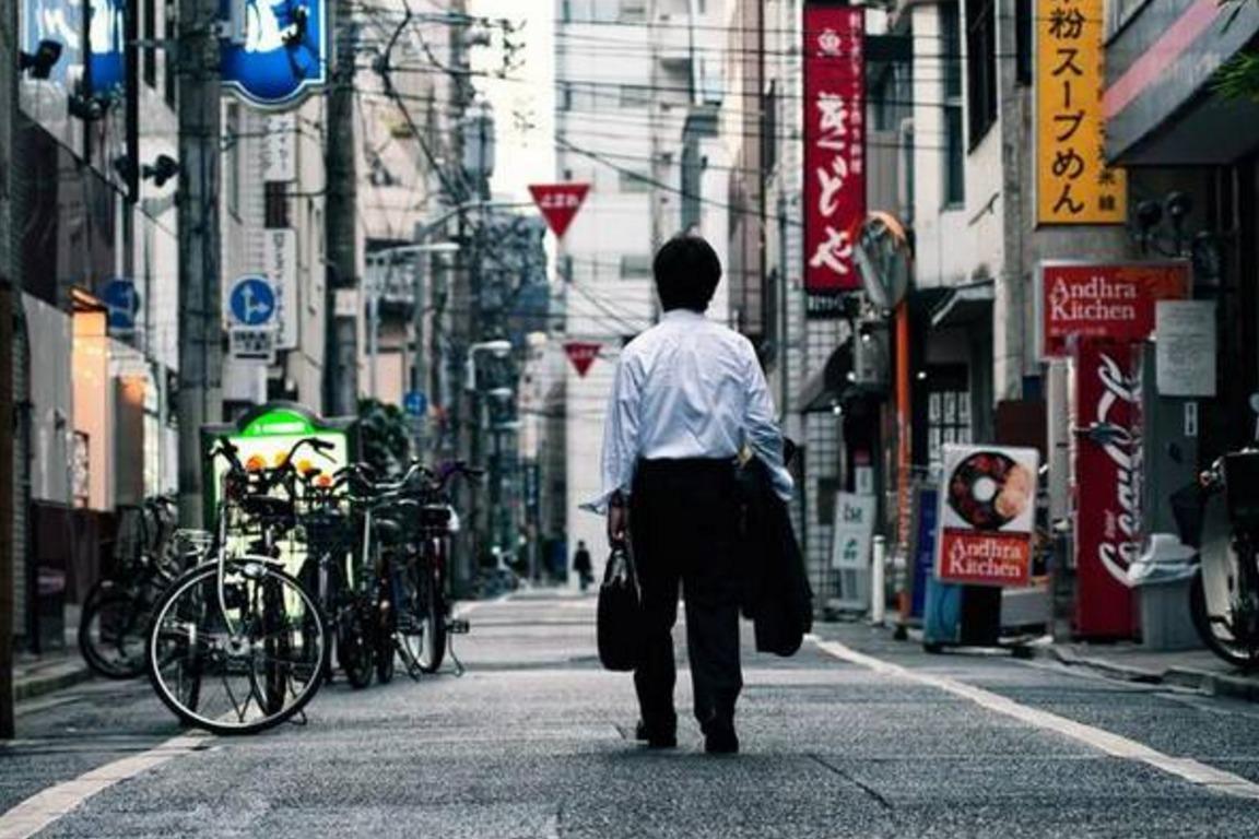 日本工资是我们的三倍,房价物价却差不多,还敢说压力比我们大?