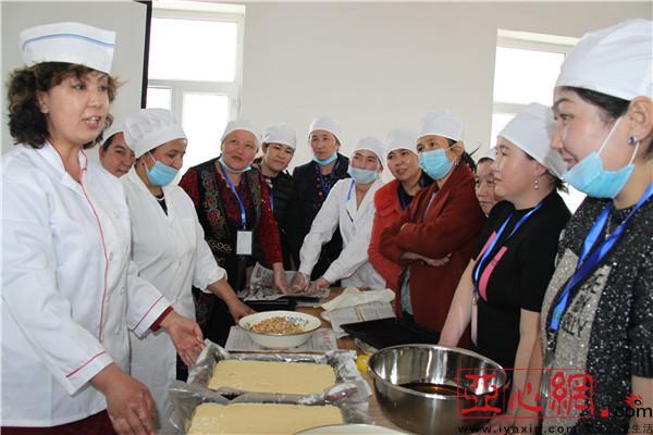 新疆和布克赛尔县:农牧民夜校糕点飘香