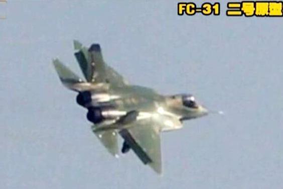 中国歼-15首次在南海起降航母,引发多方关注