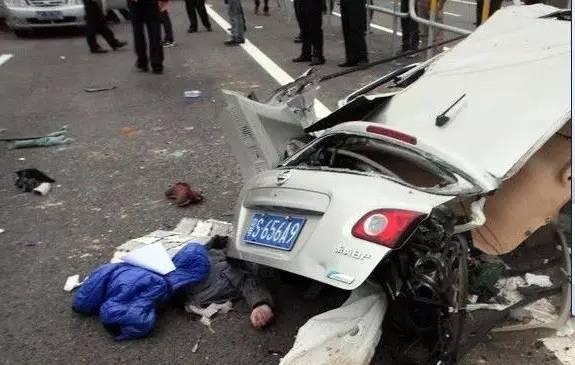 汽车车祸报废保险公司是按车损险全额赔偿,还是按当前汽... 360问答