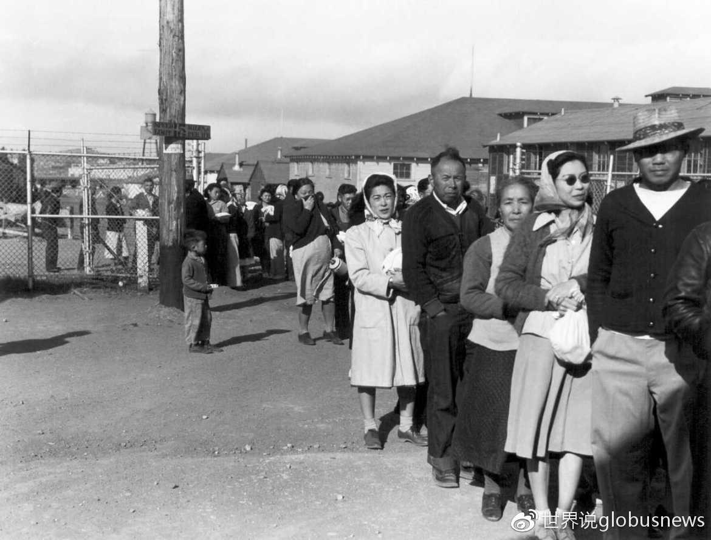 """127,000名日裔美国人被命令撤离西海岸,""""搬迁""""到10个集中营来源:Highfaulter"""