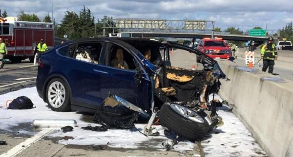 自动驾驶致死?特斯拉:撞车前司机手不在方向盘上
