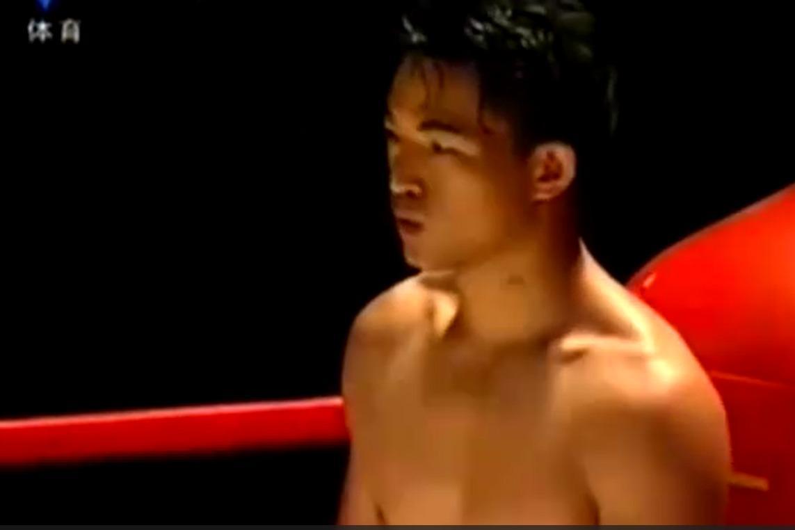 中国特警8秒KO日本空手道冠军 裁判飞身救人才保住命
