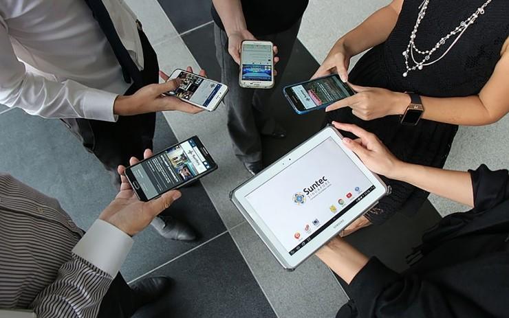 摩拜卖身美团/youtube总部发生枪击案/苹果挖角谷歌高管/携程获网约