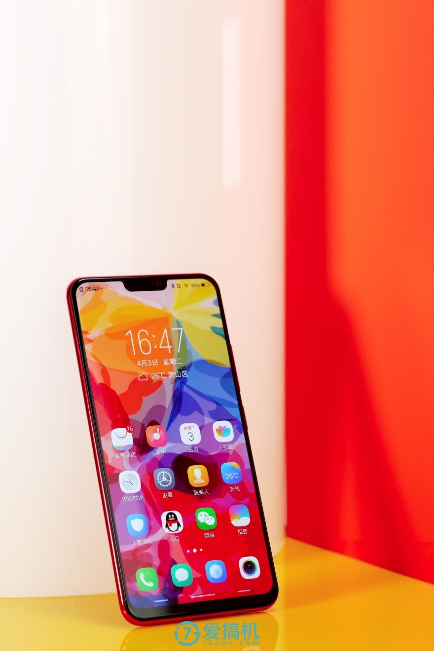 66mm的左右边框,vivo x21屏幕指纹版的视觉效果甚至比iphone x还要更