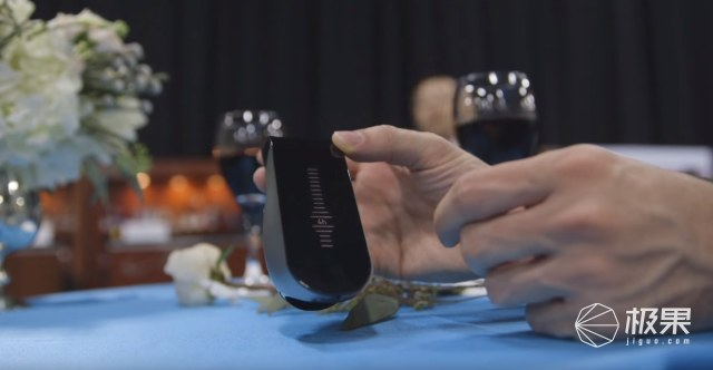 完全释放红酒风味这款智能装置能瞬间为你醒酒