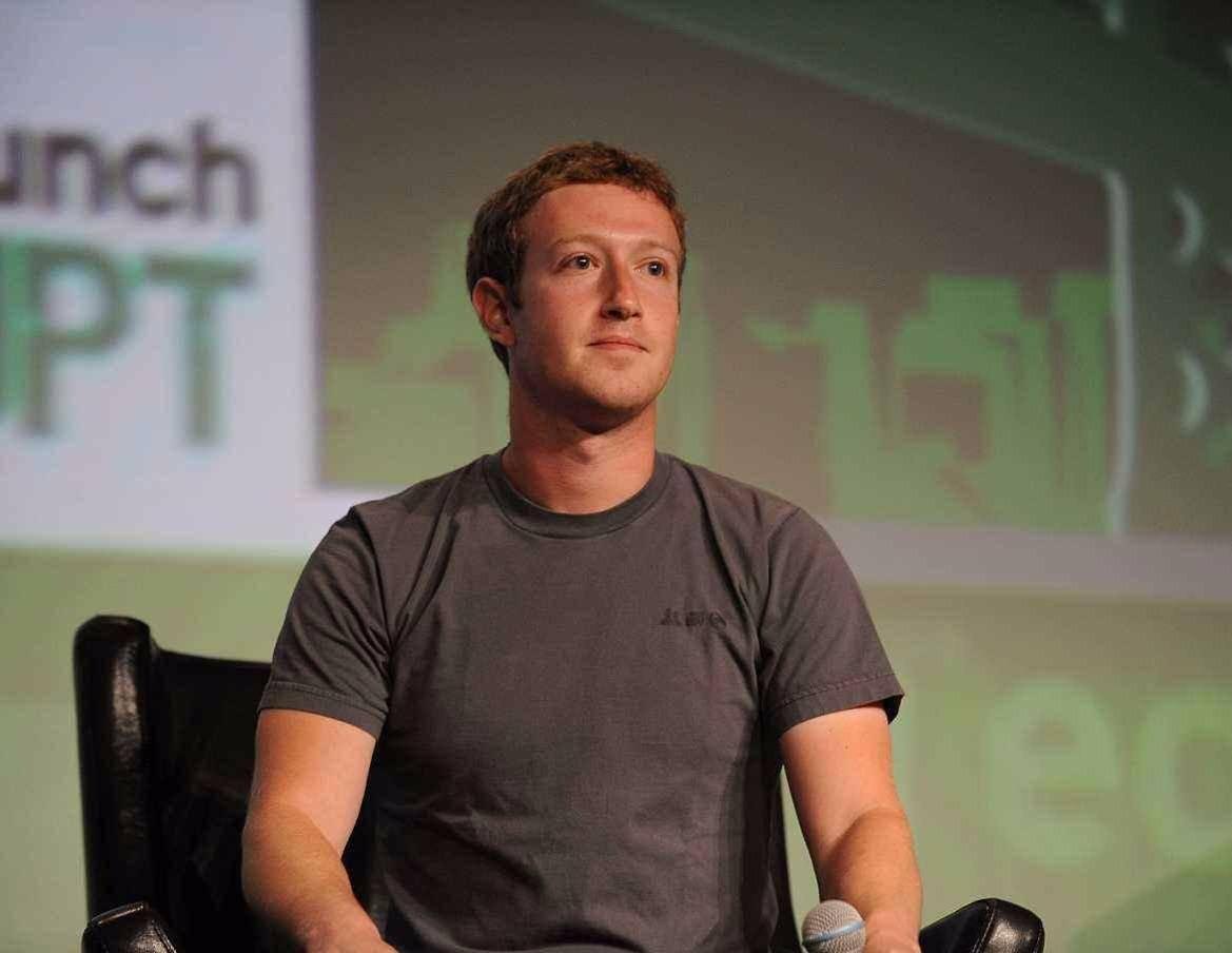 """扎克伯格:没有谈过""""卸任"""",只有我能带领Facebook前进"""