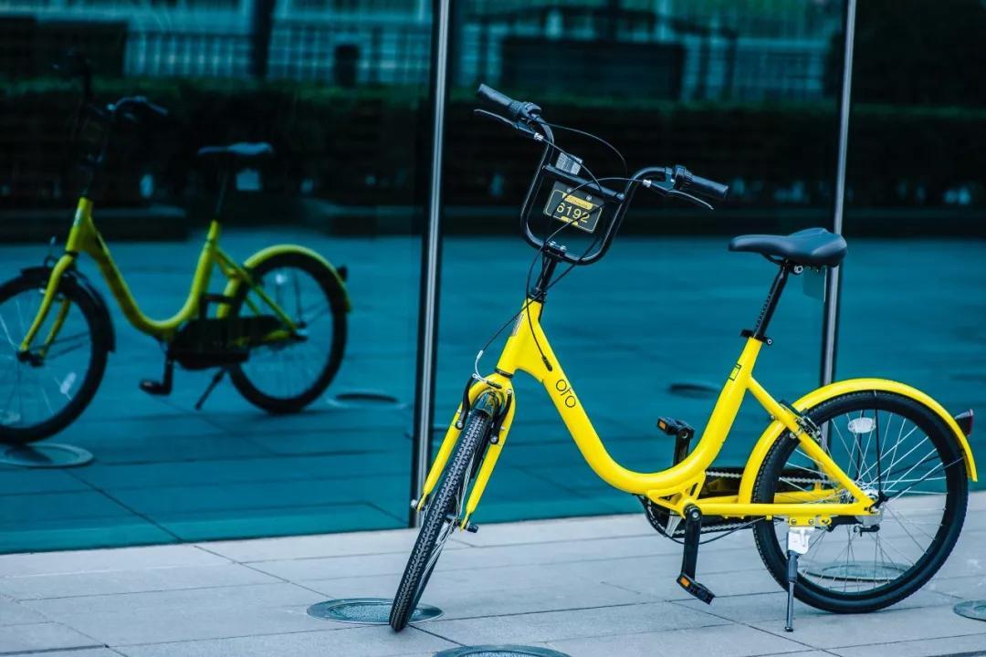 ( IT 之家 )根据外媒 Smartereum 的消息,新加坡版的 ofo 小黄车 APP 添加了一个新功能,用户可以通过骑车来赚取虚拟货币。ofo 中的虚拟货币是 GSE,它是 GSELab 发行的虚拟代币,用户旨在结合区块链技术和共享经济。通过骑行获取 GSE,具体的获取数量取决于骑行时间、距离等因素。 关于这个消息,ofo 官方回应称,该活动是 ofo 与 GSELab 合作,目前只针对新加坡市场,活动主要目的是鼓励用户更多采用骑行这种绿色环保的出行形式。在国内进行任何关于区块链技术的活动,都一