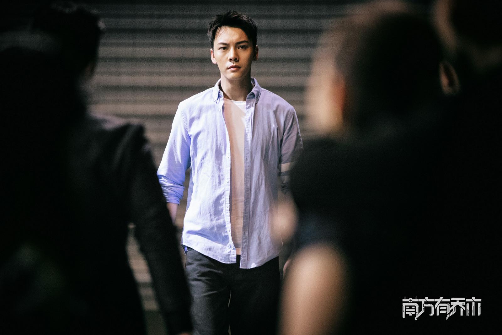 陈伟霆《南方有乔木》细节见演技 单日播放量突破2.7亿