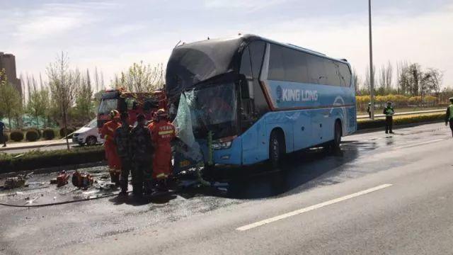 【新焦点】银川一辆大巴车与洒水车相撞!导致