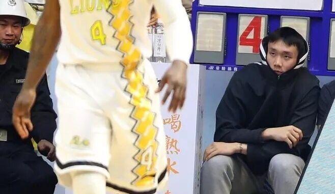 小丁将启程赴美治疗膝伤 继续征战NBA夏季联赛