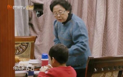 黄圣依妈妈背景不简单 教育方式令人赞叹她原来这么厉害