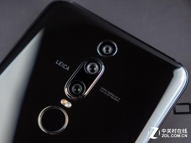华为maters保时捷设计 手机听筒处做的较高,防止积灰的措施突破了新