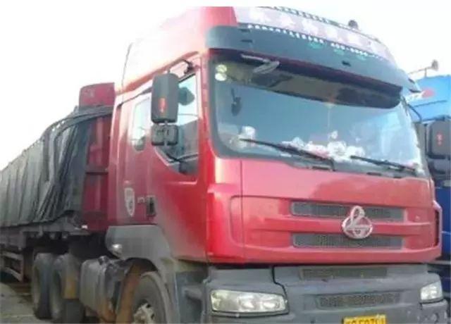 货车司机跑长途,为什么总要带着老婆,原因实在是太辛酸!