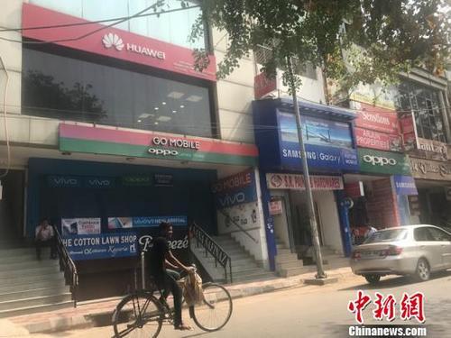 """印度人钟爱中国手机 """"橙绿蓝红""""各领风骚"""