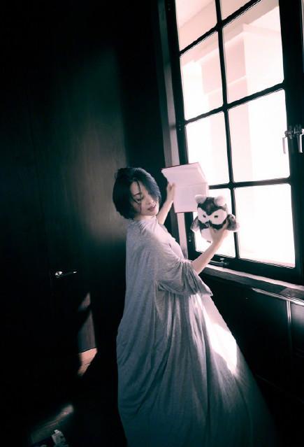 49岁依然像少女,随便转圈都能美成画,小公主许晴真叫人羡慕