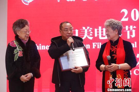 导演尹力获颁中美电影节、中美电视节荣誉顾问 韩海丹 摄