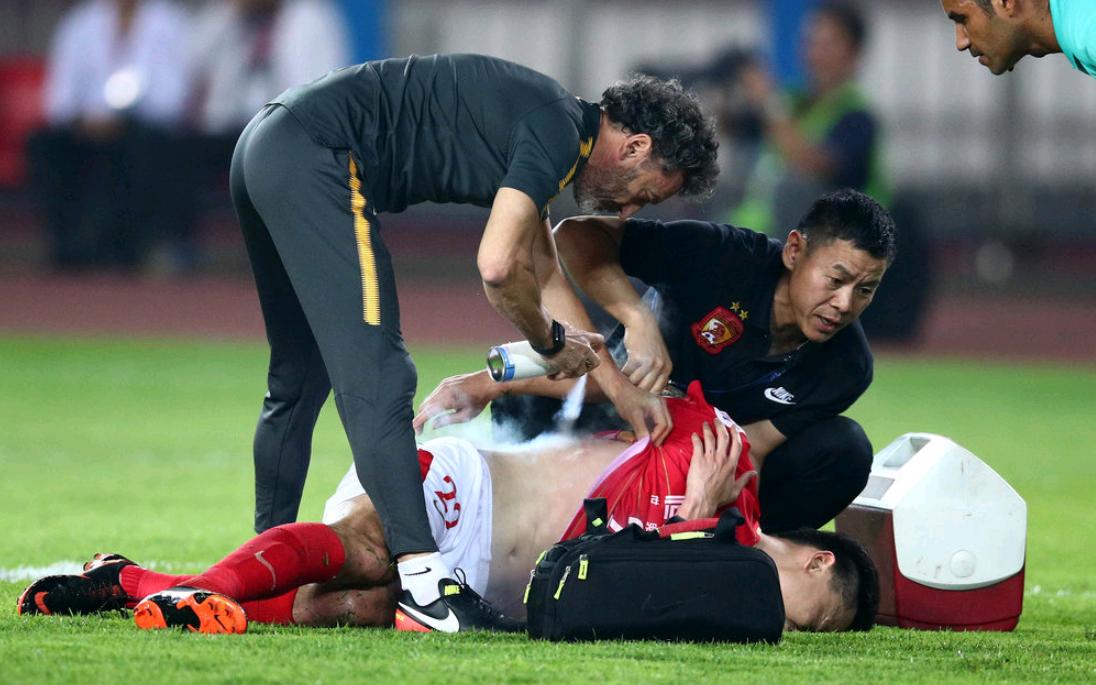 里皮在看吗?32岁恒大国脚拼到受伤,他是中国足球的财富