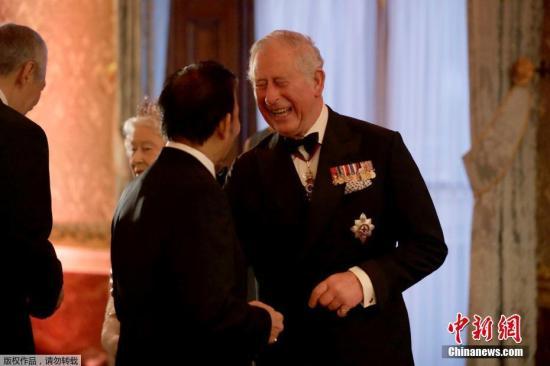 """据外媒报道,英联邦政府首脑会议4月20日同意,英国女王伊丽莎白二世的长子查尔斯未来将接替其担任新一任英联邦元首。伊丽莎白二世在10日的会议开幕式上说,希望英联邦能继续为后世带来稳定和延续性,并决定""""由威尔士亲王(即查尔斯王子)继承我父亲于1949年开启的重要工作""""。英联邦现有53个成员,绝大多数为英国前殖民地或附属国。"""
