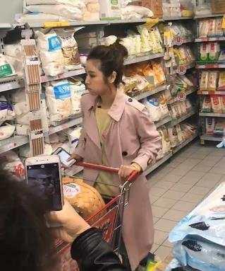 网友偶遇林心如超市狂购物 一个细节暴露家庭地位