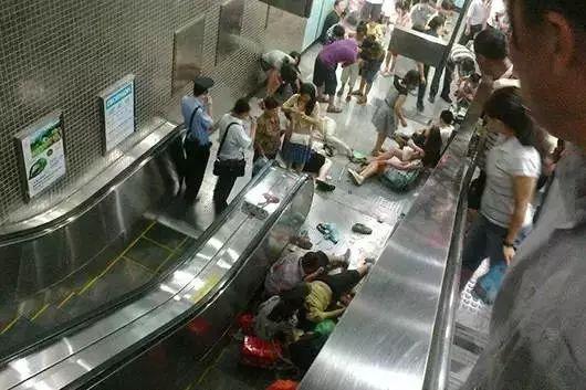 搭扶梯靠右站?广州地铁:不提倡!真相比你想的可怕