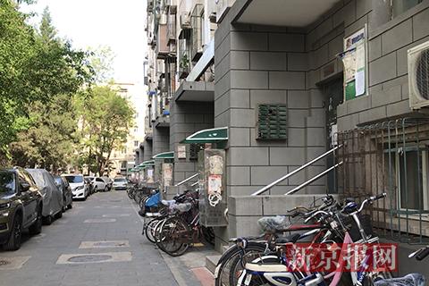 """探访北京一地下室要价千万成""""网红"""":学区房还自带后院"""