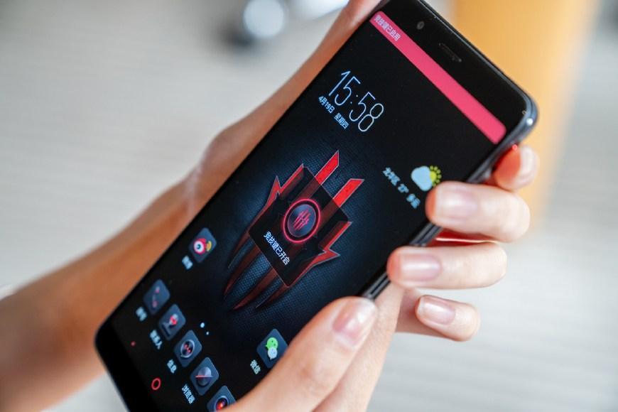努比亚红魔电竞游戏手机体验:走「火」入「魔」