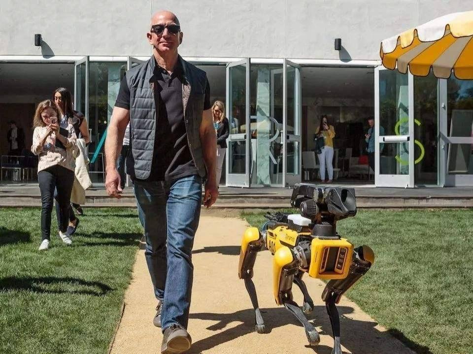 亚马逊秘密研发家庭机器人,要革自家Echo的命?
