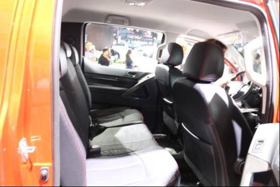 【产品稿-配图版】尊贵版驾临北京车展 国产美式皮卡黄海n3增配迎高端进化3144.png