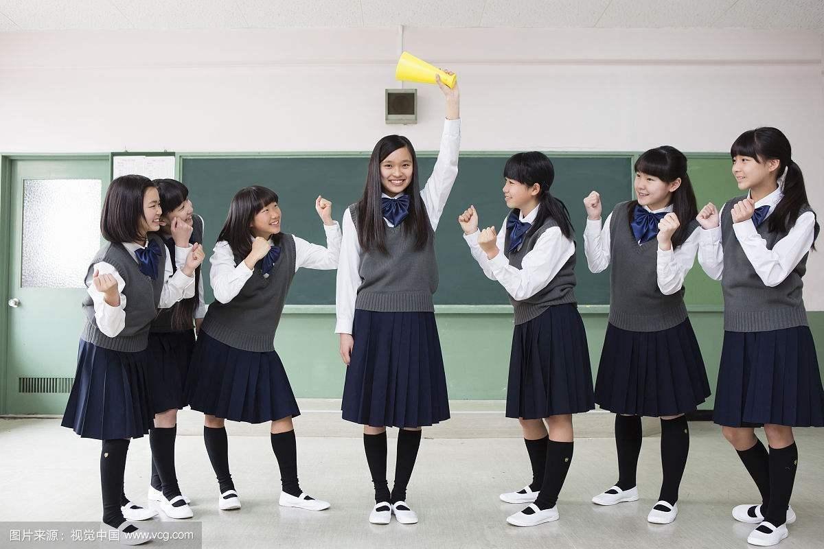 一群日本女学生突然跳起街舞,这节奏感也太强了吧!