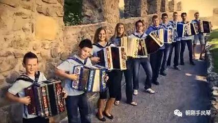手风琴演绎的青春与快乐,祝您每天都开心!