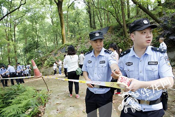"""重庆植物园一处公园用地遭""""圈地"""" 私挖的绿地被强制回填"""