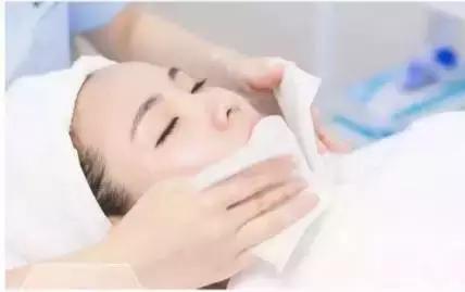 皮肤管理丨好肌肤战胜一切厚重的化妆品