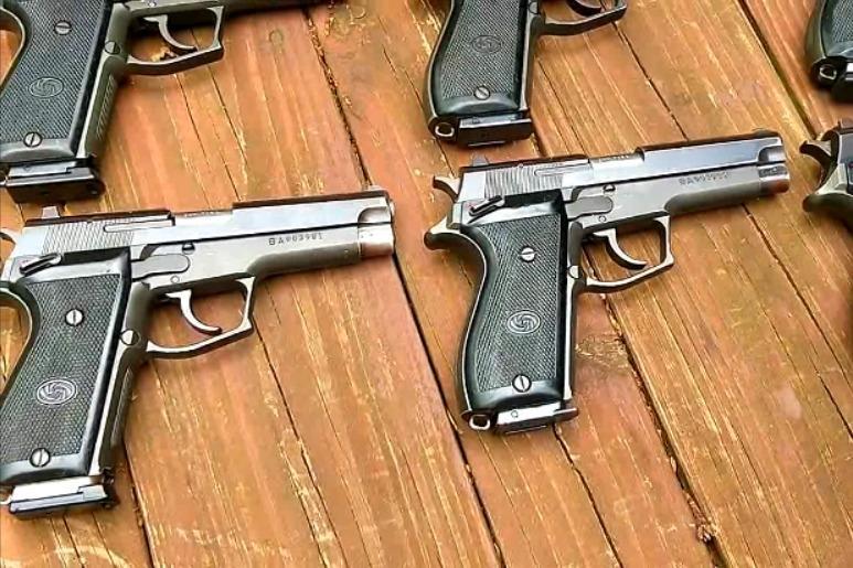 老外收藏的各种半自动手枪,时隔几十年保养到了极致!