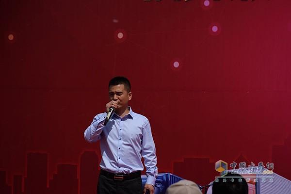 北京乘龙伟业汽车销售公司产品经理王福武