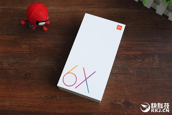 小米6X开箱图赏:史上握感最好的小米手机