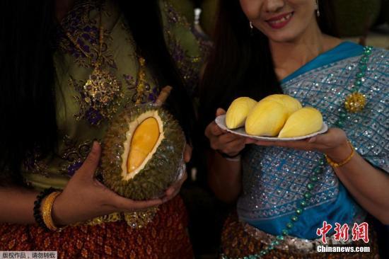 """因为榴莲较贵,大家都不能敞开肚皮吃个痛快,所以泰国的水果自助就成了爱吃榴莲""""铁粉""""的首选。"""