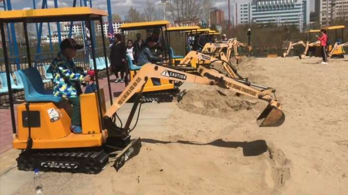 儿童游乐挖掘机