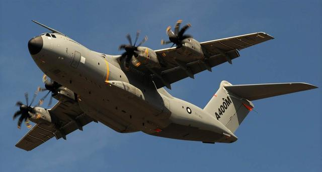 空警500和轰6N装上加油管 中国突破大飞机空中加油术