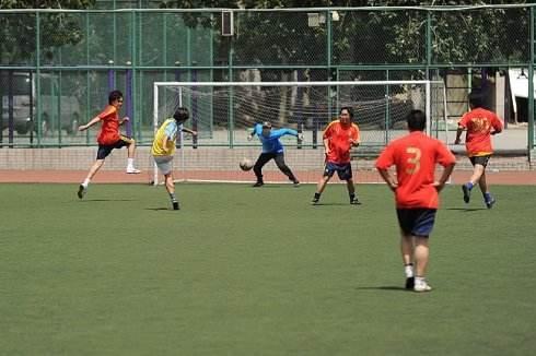 自由足球射门技巧:新手前锋射门八大要点