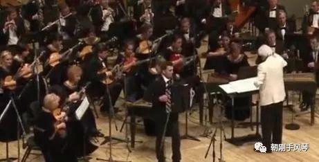 俄罗斯音乐家演奏手风琴名曲《黑眼睛》