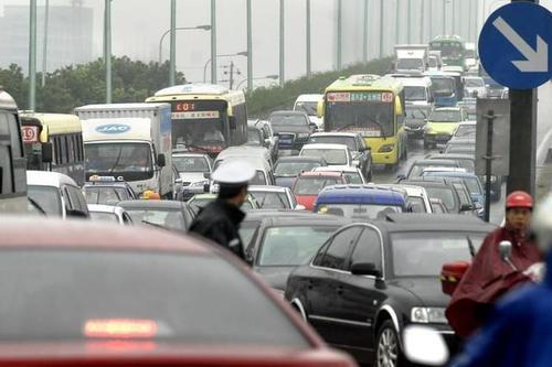 今年新出交通规则,通过下面3种绿灯要受处罚