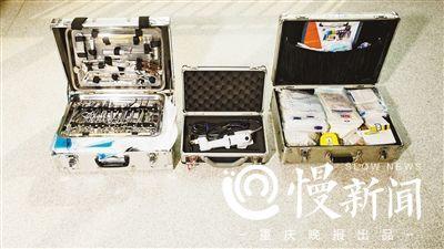 法医的标准装备是三个箱子,加起来有几十斤。