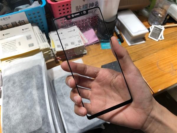 小米7保护套、贴膜曝光:刘海屏没悬念