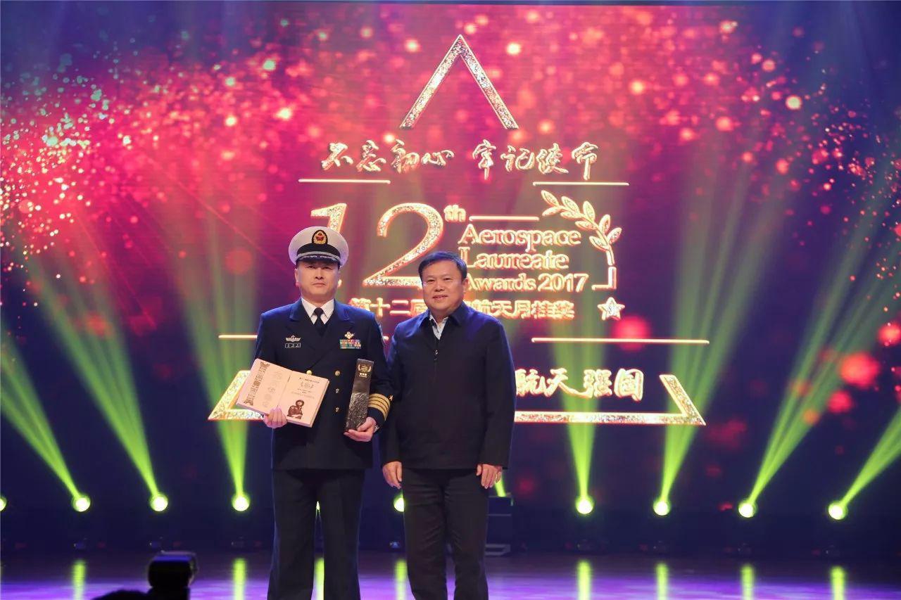 他是中国航母起降第一人,曾三次高空遇险,如今要离开辽宁号了