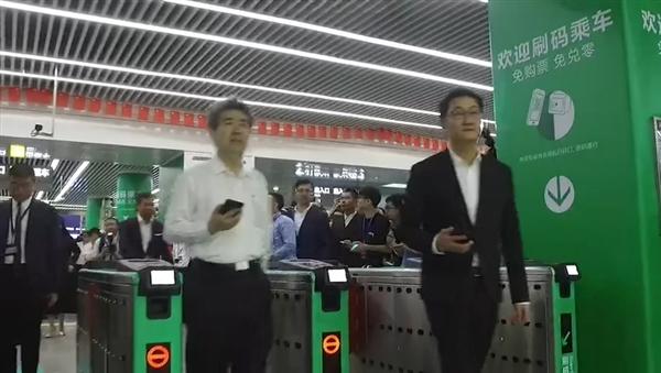深圳地铁微信乘车码上线:马化腾现场亲自示范
