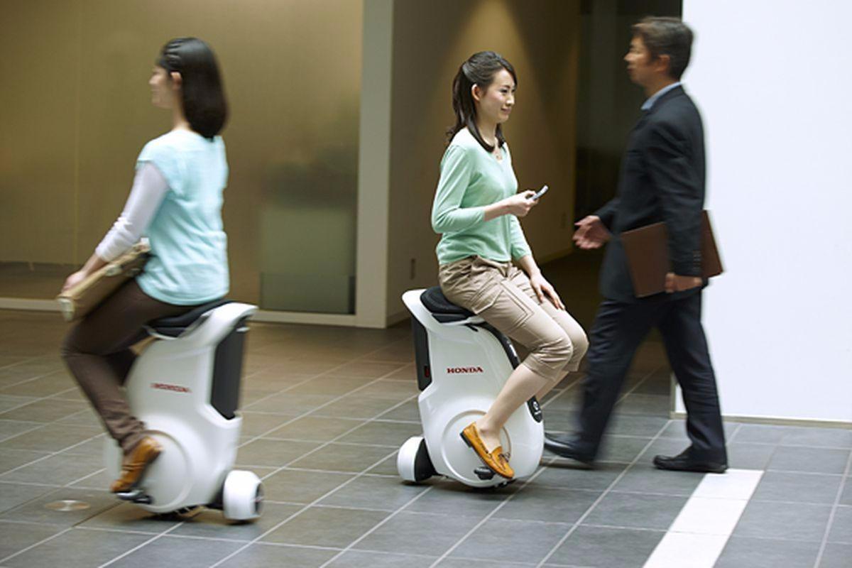 能坐的平衡车,科技感十足,轮子是最大亮点