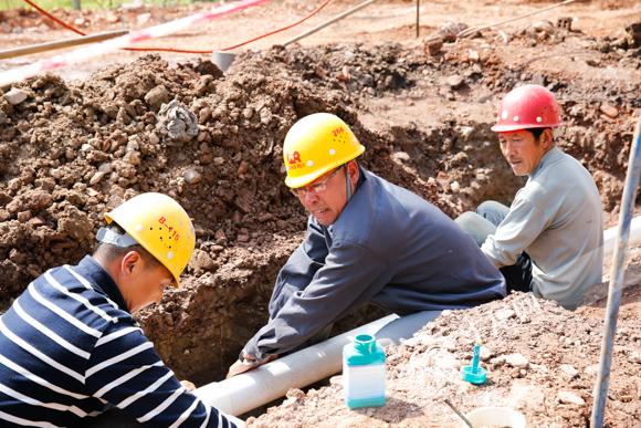 冬日泥浆一泡就是9个小时 他成为垫江县供水管道维修的 第一把刀图片