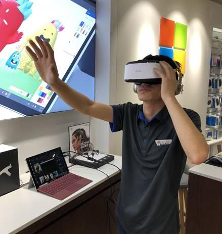 全球首款适配微软Surface VR头显问世