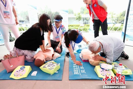 5月12日,北京举办2018年防灾减灾宣传主会场活动,引导公众通过自身实际参与,提高防灾减灾救灾知识水平和实际操作能力。 富田 摄